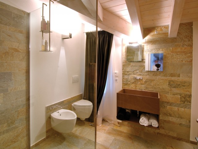 rivestimento e pavimento bagno moderno in pietra